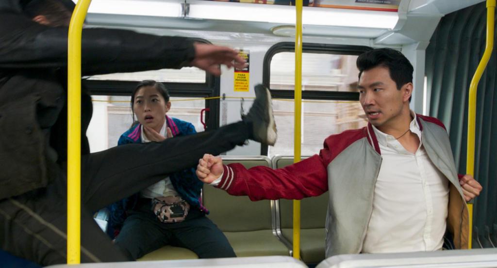 Lo nuevo de Marvel, Shang-Chi, consigue uno de los mejores estrenos del año y rompe el récord histórico del Labor Day Weekend. Free Guy se mantiene firme.